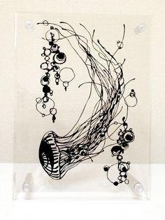 切り絵原作「たゆたう」 | iichi(いいち)| Jerry fish by Michiru Natsume, via iichi.com