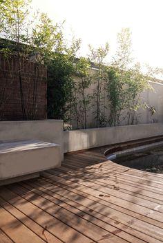 Tuinontwerp of tuinarchitect? Wij ontwerpen tuinen om in te leven. — zwemtuin op 70m2