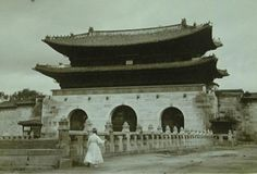 Circular broad in front of Gwanghwamun, Seoul / 서울 광화문 앞 월대
