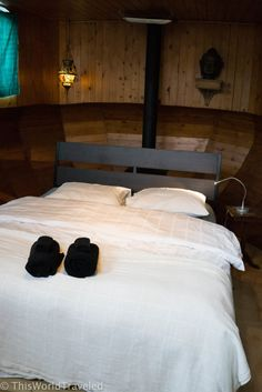 The cozy master suite in the Amsterdam Book Now houseboat
