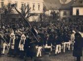 """O poruncă a istoriei"": Marea Unire de la 1 Decembrie 1918 Thing 1, Concert, Loom Beading, Concerts, Bead Weaving, Beaded Necklace"