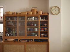 온기 있는 집 : 햇빛이 예쁜 집 : 네이버 포스트 Vanity Table Vintage, Cafe Interior, Interior Design, Furniture Decor, Furniture Design, Moving House, Apartment Design, Home Projects, House Styles
