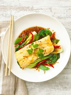This stunning pan fried hoki with Asian greens and sweet chilli jam recipe is a fresh and zingy dish perfect for lunch and dinner. The Asian flavours pair beautifully with the pan fried hoki. Jam Recipes, Seafood Recipes, Great Recipes, Chilli Jam, Sweet Chilli, Chicken Broth Can, Eating Raw, Lunches And Dinners, How To Cook Pasta