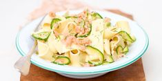 Pâtes saumon courgettes : découvrez les recettes de cuisine de Femme Actuelle Le MAG Celery, Pasta Salad, Potato Salad, Cabbage, Food And Drink, Soup, Potatoes, Vegetables, Ethnic Recipes