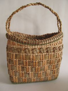 In an ideal location for a retreat, enjoy a workshop that will provide in-depth study and enough time to fully absorb the techniques prese. Willow Weaving, Bamboo Weaving, Weaving Art, Weaving Patterns, Hand Weaving, Plant Basket, Bamboo Basket, Rope Basket, Basket Weaving