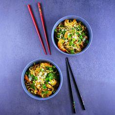 Nouilles sautées aux crevettes et pois gourmands Light Recipes, Coco, Noodles, Minute, Curry, Meat, Tableware, Ethnic Recipes, Kitchen