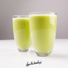 Kolejny zielony koktajl na blogu z gruszki i pietruszki. Nie będę oszukiwać: koktajle z natką pietruszki to u mnie częsty proceder, bo muszę dbać o poziom żelaza we krwi. A póki nie ma jeszcze bardzo przeze mnie oczekiwanych świeżych owoców jagodowych to posiłkuję się tym, co jest. Na co? Taki zielony koktajl z gruszki i…