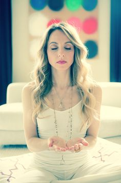 A One-Minute Meditation To Silence Your Mind & Calm Your Energy Loved & pinned by http://www.shivohamyoga.nl/ #yoga #meditation