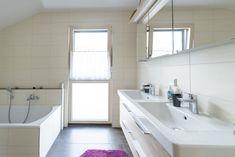 helles, lichtdurchflutetes Badezimmer Alcove, Bathtub, Bathroom, Full Bath, Bathing, Standing Bath, Washroom, Bathtubs, Bath Tube