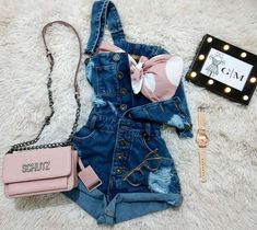 Embrace your style with women's cropped jeans in a variety of flattering fits. Girls Fashion Clothes, Teen Fashion Outfits, Mode Outfits, Short Outfits, Outfits For Teens, Stylish Outfits, Cute Comfy Outfits, Cute Summer Outfits, Mode Kpop