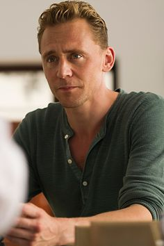 Tom Hiddleston in The Night Manager (2016). Full size image: http://tomhiddleston.us/gallery/albums/tv/thenightmanager/stills/1x03/023.jpg Source: http://tomhiddleston.us/gallery/displayimage.php?album=661&pid=33351#top_display_media