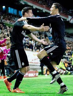James y Cristiano; Carismaticos, 2 cracks estrellas de Real Madrid. 08.04.15