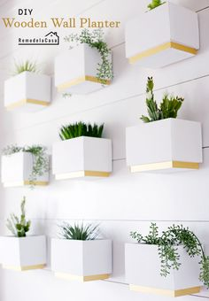 A stunning way to add greenery to your home- check out these DIY Wooden Box Planters from Remodela Casa. Diy Wooden Planters, Wooden Diy, Wooden Boxes, Wall Planters, Plant Wall, Plant Decor, Crate Side Table, Diy Dog Crate, Wall Boxes