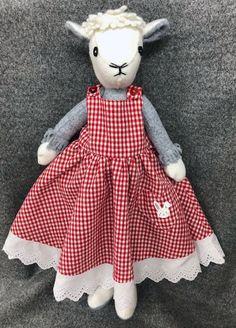 Make Me Daisy's Twirling Dress - CoolCrafting Alpacas, Rag Dolls, Blythe Dolls, Pet Toys, Baby Toys, Memory Bears, Handmade Stuffed Animals, Fabric Animals, Fabric Toys