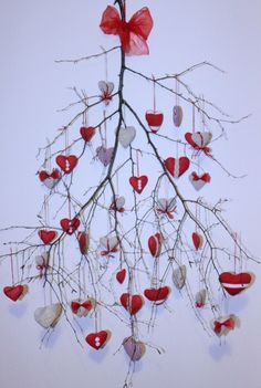 valentine-y but nice use of a tree branch Decoration Christmas, Valentines Day Decorations, Valentine Day Crafts, Happy Valentines Day, Christmas Diy, Christmas Ornaments, Valentinstag Party, Crafts For Kids, Diy Crafts