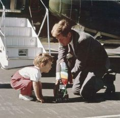 JFK and son John Jr., for having a bad back, Pres. Kennedy sure spent a lot of time, lifting, carrying or on the ground with his kids Les Kennedy, John Kennedy Jr, Caroline Kennedy, Jfk Jr, Jaqueline Kennedy, Familia Kennedy, John Junior, Dallas, John Fitzgerald