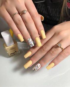 Summer Acrylic Nails, Pastel Nails, Yellow Nails, Best Acrylic Nails, Acrylic Nails Yellow, Stylish Nails, Trendy Nails, Feet Nail Design, Shiny Nails
