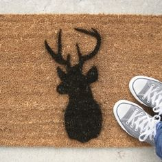 Brighten up a plain old welcome mat by adding a little something extra! #craftgawker