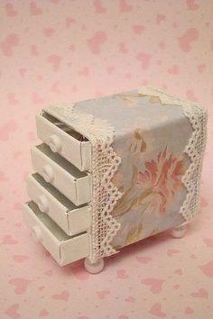 Rosely Pignataro: Reciclando caixinhas de fósforos.                                                                                                                                                                                 Mais