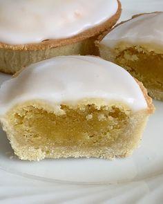 Suksessmuffins (Suksesscupcakes)   Det søte liv Chocolate Meringue, Meringue Cake, Lemon Bars, Pavlova, Vanilla Cake, Food And Drink, Baking, Desserts, Tailgate Desserts