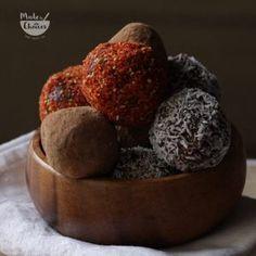 Rafaellos saudáveis para o natal - Made by Choices Granola, Fresco, Choices, Vegan Recipes, Muffin, Breakfast, Food, Peanut Butter, Recipes With Dates