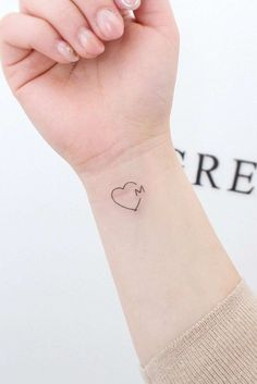 Heart With Letter Tattoo Design ★ Small but meaningful wrist tattoos designs can be explored here. Pick a tiny rose flower or vital words, or some other cute feminine tattoo. initial tattoo 33 Delicate Wrist Tattoos For Your Upcoming Ink Session Small Heart Tattoos, Dainty Tattoos, Small Wrist Tattoos, Baby Tattoos, Little Tattoos, Tattoos For Women Small, Finger Tattoos, Tatoos, Couple Wrist Tattoos