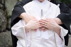撮影前に確認したい!和装前撮りで撮りたい素敵ショット・定番ポーズ【総まとめ】にて紹介している画像 Traditional Wedding Attire, Wedding Kimono, Japanese Wedding, Wedding Photos, Women, Weddings, Happy, Marriage Pictures, Wedding