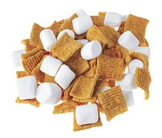 If long days make your tummy grumble and your brain yearn for goodies, indulge! Whether you want sweet or salty, crunchy or creamy, these nibbles satisfy any yen and let you leave the guilt behind. 100 Calorie Snacks, Low Calorie Recipes, Healthy Cooking, Healthy Snacks, Healthy Eating, Yummy Treats, Yummy Food, Mini Marshmallows, 100 Calories