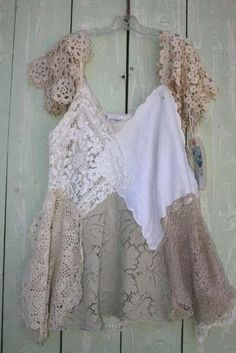 "By - Annie of ""Dragonfly Dreams"". Lovely way to use vintage lace, handkerchiefs, doilies and tableclothes Altered Couture, Diy Clothing, Sewing Clothes, Look Fashion, Diy Fashion, Vintage Outfits, Vintage Fashion, Diy Mode, Creation Couture"