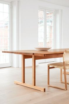 The use of wood and craftsmanship involved in the making of the 6286 adds an element of authenticity to group dining. Adding the BM61 Canewicker and the Locus Bowl by Sofie Østerby the dining area becomes complete. #fredericiafurniture #mogensen6286table #bm61 #locusbowl #børgemogensen #sofieøsterby #interiordesign #danishdesign #modernoriginals #craftedtolast Dining Area, Dining Bench, Danish Design, Solid Oak, A Table, Interior Design, The Originals, Chair, Wood