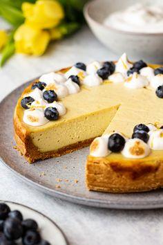 Vegan lemon cheesecake - Lazy Cat Kitchen Vegan Sweets, Vegan Desserts, Vegan Recipes, Healthier Desserts, Vegan Meringue, Lazy Cat Kitchen, Vegan Whipped Cream, Crispy Sweet Potato, Strawberry Tart