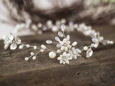 Mariage cheveux Accessoires cheveux de mariée Accessoires cheveux vigne mariée cheveux vigne cristal coiffe de mariée mariage cheveux cheveux perle une pièce ________________________ Une belle mariée Ivoire perle et la vigne de cheveux cristal. Fait de perles de verre Ivoire, perles de