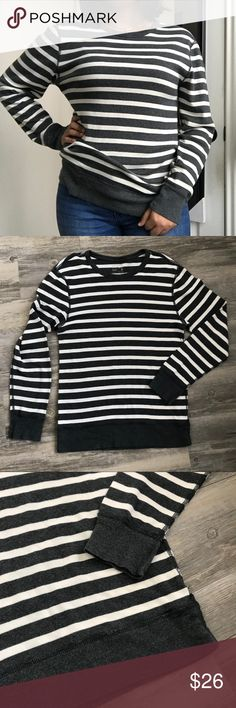 J.Crew Marled Long Sleeve Stripe Tee J.Crew Marled Long Sleeve Stripe Tee Super soft and nice long sleeve! So nice on and is a bit baggy on me size says small. Also is long on me. In perfect condition! J. Crew Sweaters Crew & Scoop Necks