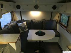 Renoverad husvagn Kabe 540 XL - Hemma hos marre_h Tiny House Living, Corner Desk, Couch, Camper, Caravan, Furniture, Diy Ideas, Cars, Home Decor