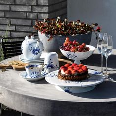 Mine 6 farvoritter til uderummet - Klintdrupp. Royal Tea, Danish Style, White Plates, Royal Copenhagen, Dinner Sets, Tea Set, Tea Time, Table Settings, Blue And White
