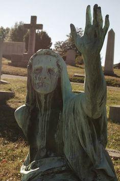 Cemeteries Ghosts Graveyards Spirits: Stone statue in #graveyard. Cemetery Angels, Cemetery Statues, Cemetery Headstones, Old Cemeteries, Cemetery Art, Graveyards, Cemetery Monuments, La Danse Macabre, Stone Statues