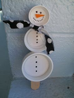 Snowman Puppet made from reused plastic bottle caps Plastic Bottle Caps, Bottle Cap Crafts, Noel Christmas, Christmas Crafts, Christmas Decorations, Snowmen At Night, Puppet Making, Crafts For Kids, Arts And Crafts