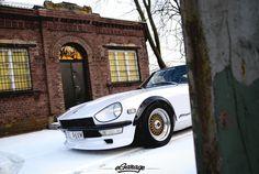 Datsun 240Z gold HRE wheels