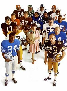 Football Video Games, Nfl Football Players, Football Cards, Football Helmets, Football Images, Football Pictures, Sports Images, Sports Pictures, Nfl Pro Bowl