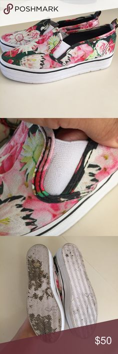 Divided H&M Floral platform shoes 37 UK 7 US Good gently worn condition. A little dirty on bottoms of the actual shoes . Any questions - please ask ! Divided Shoes Wedges