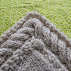 Rachael Rabbit: Tutorial: Continuous Cable Border. Once you have this concept down it can be applied to any sized knitted panel.