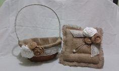 Kit de cesta e almofada porta aliança rústica feito de juta com flores em feltro, perfeito para casamento no campo, sitio ou fazenda.  A cesta tem 18cm de diâmetro e a almofada 20cm de largura. R$ 120,00