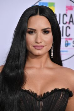 "Demi Lovato Is Proud Of Her Raw, Unedited Bikini Photo: ""Unashamed, Unafraid"" - Dr Wong - Emporium of Tings. Selena Gomez, Serie Disney, Ariana Grande, Demi Lovato Pictures, Beautiful People, Beautiful Women, American Music Awards, Bikini Photos, Halle"