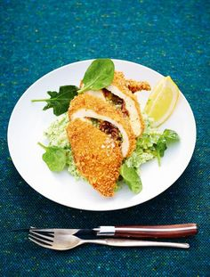 jamie oliver chicken kiev // garlic butter and crispy bacon stuffed chicken covered in golden breadcrumbs
