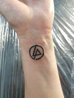 Lp Tattoo, Tattoo Arm, Linkin Park Chester, Mike Shinoda, Chester Bennington, Little Tattoos, Ecuador, Ideas Para, Tatoos
