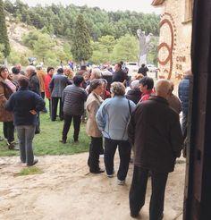 El #hotel queda abierto para todos.  En un rato cada uno comerá con su grupo la #fideuà . Hay mesas por todas partes  #Consolación  #iglesia #romeria #church #FiestaDePueblo #FiestasPopulares #semanasanta #lunesdepascua #España #easter #Aragón #Teruel #Matarraña #Monroyo #Matarranya #food
