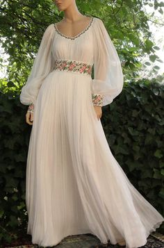 Stunning Dresses, Beautiful Outfits, Ethiopian Traditional Dress, Frocks And Gowns, Pakistani Dresses Online, Hijab Fashion Inspiration, Stylish Dress Designs, Frocks For Girls, Mexican Dresses