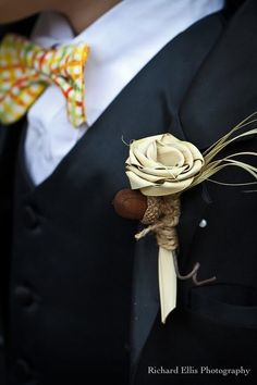 A palmetto rose boutonniere is a great idea to add a #Charleston touch to a Southern #Wedding