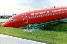 """braniff boeing 727 overshoots runway-- AT LEAST THIS 727 STOPPED AT THE """"YIELD"""" SIGN..."""