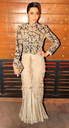 Karisma Kapoor arriving at the Filmfare Awards. #Style #Bollywood #Fashion #Beauty